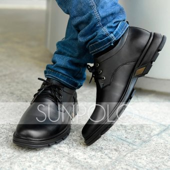 Boots cột dây nam da bò SunPoLo STC09D (Đen)