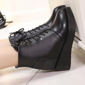 Giày boot nữ đế xuồng cá tính B064 (Đen)