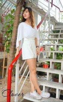 Jumpsuit ngắn Xavia Clothes Clover (trắng)