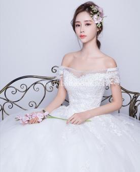 Váy cưới trễ vai, tay con ren lưới tinh tế