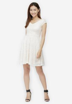 Đầm Xòe Ren Cổ Tim Thời Trang - Kem - Size M