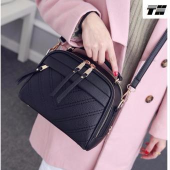 Túi đeo chéo thời trang màu đen DTTN75