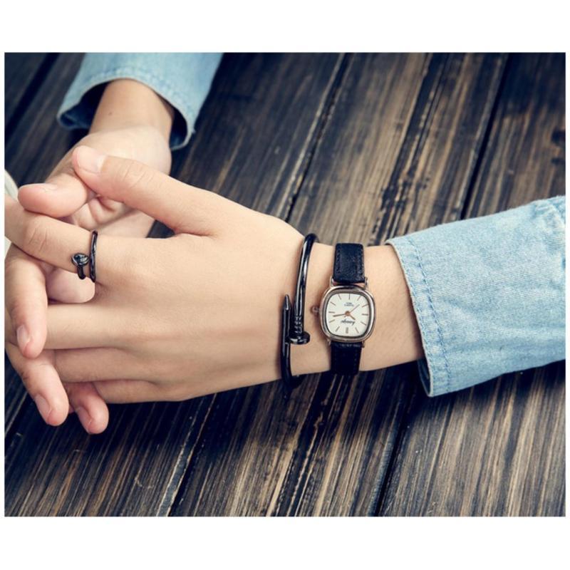Nơi bán Đồng hồ nữ Dây da SDC21 (dây Đen nền Trắng)