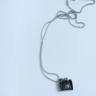Dây chuyền bi, máy ảnh nhỏ retro màu bạc cổ