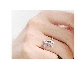 Nhẫn chiếc lá, phong cách Hàn Quốc (Vàng)