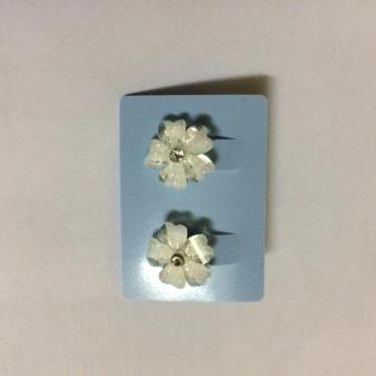 Bông tai hoa ban trắng RE68
