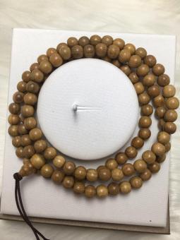 Vòng gỗ may mắn 108 hạt ( vàng nâu nhạt )