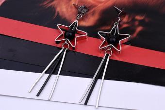 Bông tai khung ngôi sao, hạt châu đen và 3 thanh dài màu bạc