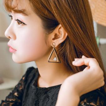 Bông tai nữ dáng dài tam giác hai màu quí phái cao cấp Hàn Quốc HKE-1606083