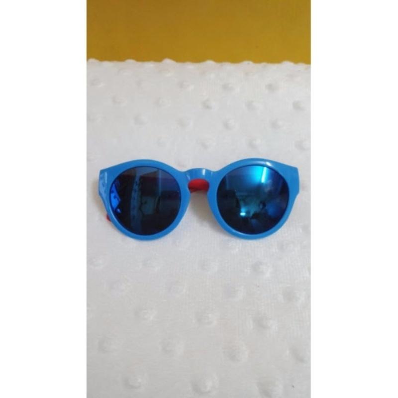 Giá bán Kính mắt trẻ em chống nắng cao cấp (Xanh đỏ)  + Tặng 1 đôi găng tay lót nỉ siêu cute + Tặng 1 đôi dép nỉ đi trong nhà