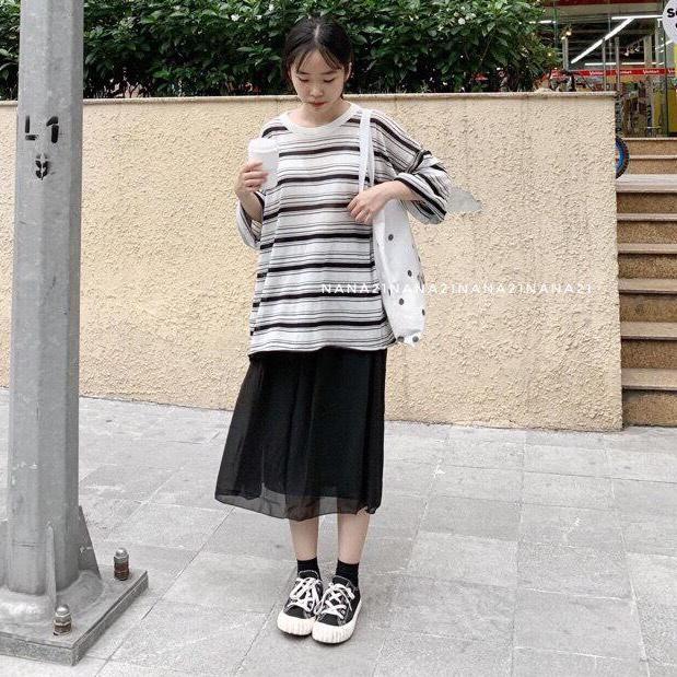 Hình ảnh Dang Thanh store Áo Nữ Kẻ Phông Dáng Thụng Tay Dài Thời Trang (Trắng và Đen) Đẹp Lăm Nha 2020