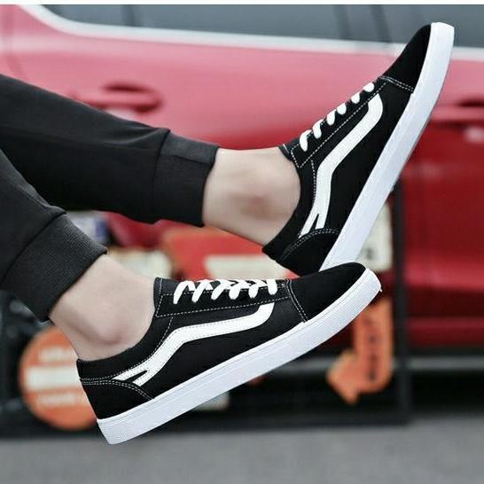 ⚡ ⚡ ⚡ Giày NAM SNEAKER DA LỘN G5 ( ĐEN KẺ TRẮNG ) Thể Thao đế bằng, phong cách Hàn Quốc, phù hợp cho mùa hè, phong cách học sinh, mẫu mới nhất - URBAN SHOES LUXURY