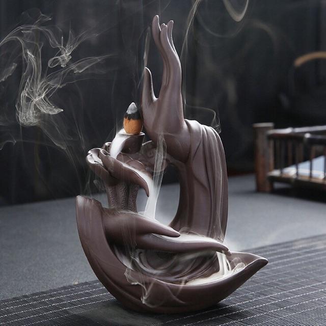 Hình ảnh Thác khói trầm hương Bàn Tay Phật kèm hoa sen cắm nhang