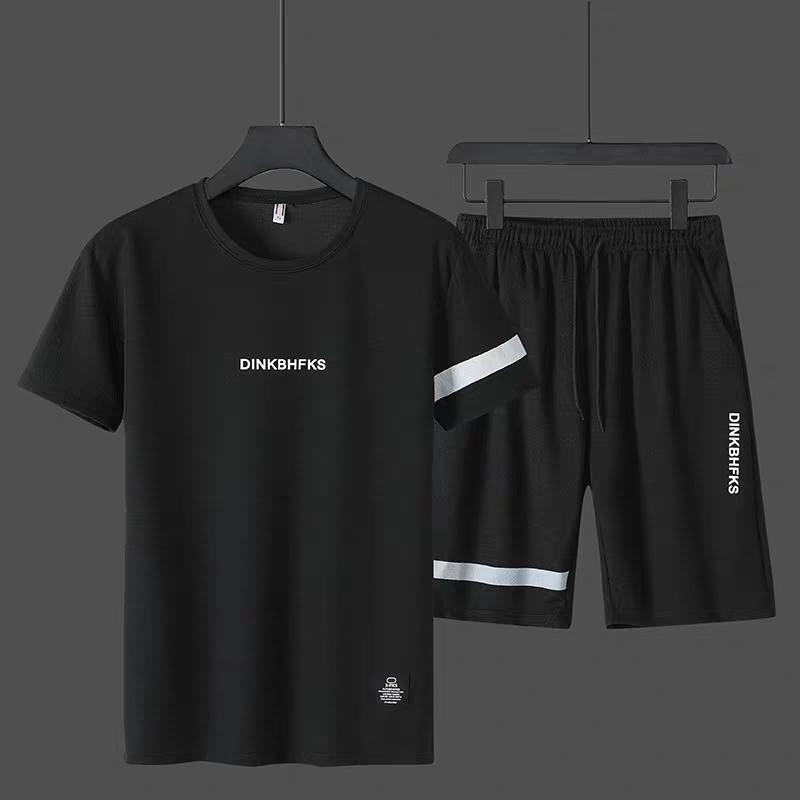 Bộ thể thao nam siêu thoáng phối sọc ngang in chữ DINKBHFKS, chất liệu thun lạnh, in nhiệt chống bong tróc, có dây rút và túi có dây kéo