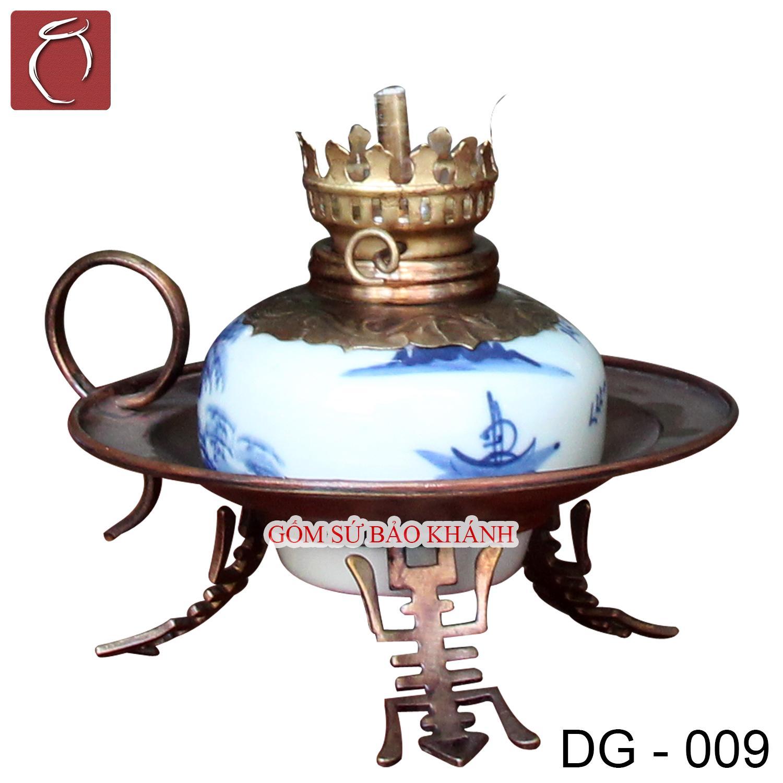 Đèn dầu men lam vẽ Sơn Thủy dáng đĩa - Gốm Sứ Bảo Khánh Bát Tràng - Đèn thờ cúng cao cấp