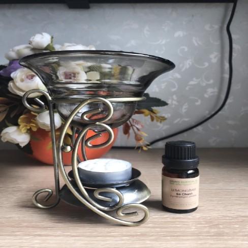 Combo bộ đèn xông mùi bạc hà gồm: 1 đèn xông bằng gốm, 1 bạc hà 10ml và 100 nến tealight cháy 4h